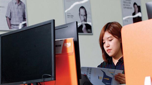 24 歲,台灣老闆的「廈門人頭」,夜市擺攤領28K的女孩,半年變中國創業家
