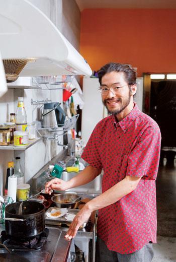 Mama Thai 11私家廚房主廚、時尚設計系講師、兼職髮型設計師 阿泰