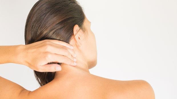 常常暈眩、頭痛...竟是脊椎變形造成的?做到2件事,24小時逆轉脊椎老化