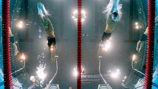 而今泳池兩旁、底部與水中都有動態攝影機拍攝,這些不同角度的影像既是選手訓練時最好的參考標準,也是精準計時的利器。