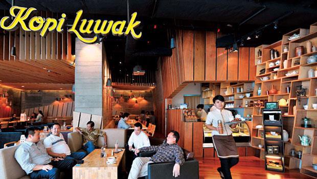 近年,印尼的中產階級崛起,講究工藝的手工咖啡店一家接著一家開。它們關注品質,也堅持採用在地生產的原豆。