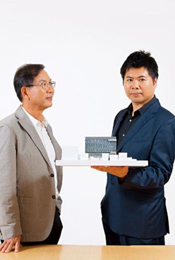 曾柏庭看父親為建築的拚搏:我見證了爸爸事業的不同階段,從辦公室桌椅下就是統鋪,到報紙上的台南大小建案都有他的名字。