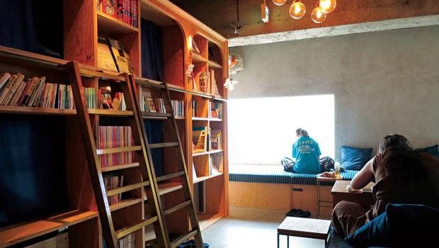 旅店裡有千多本書可以任意閱讀,與書共眠,這樣的概念非常吸引愛書人士。