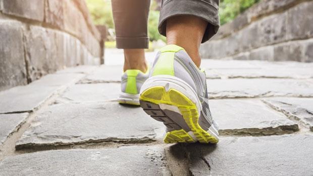不用走千步,每天只要300步!矯正身體歪斜的不傷膝走路法