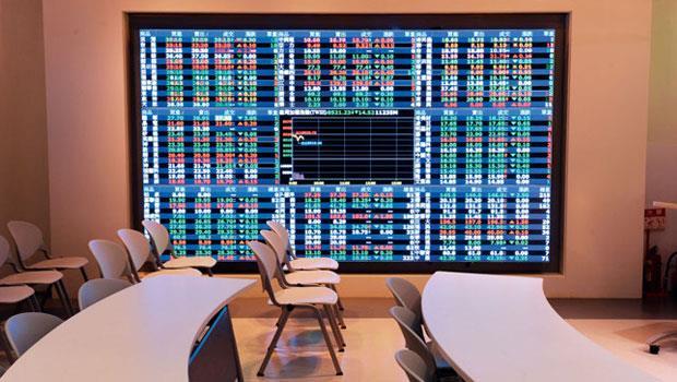 反向ETF 的投資人就算看對方向,但只要市場震盪時間稍長,虧錢機率仍高。
