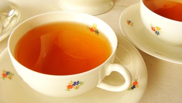 胃不舒服?喝「紅茶牛奶」能護胃!中醫教授秘方:3種紅茶,養胃補氣助消化