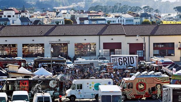 鄰近舊金山漁人碼頭的福特‧梅森中心廣場,聚集約20台餐車開美食派對!據說每次舉辦市集,附近餐廳該日營收就下滑3、4成。