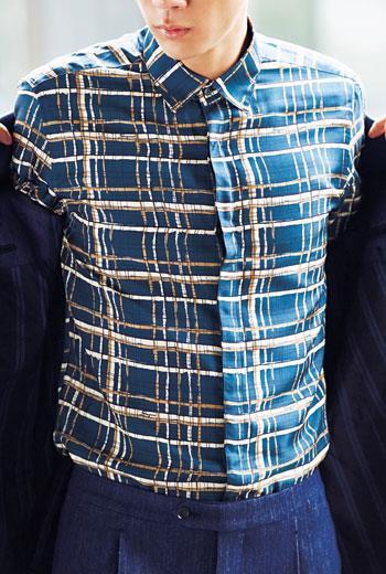 了解棉、亞麻或蠶絲等主要的襯衫布料選擇之外,其他像是衣領、領帶及口袋巾也要納入考慮:這個區塊就在你的臉部下方,也是眾多目光集中之處。