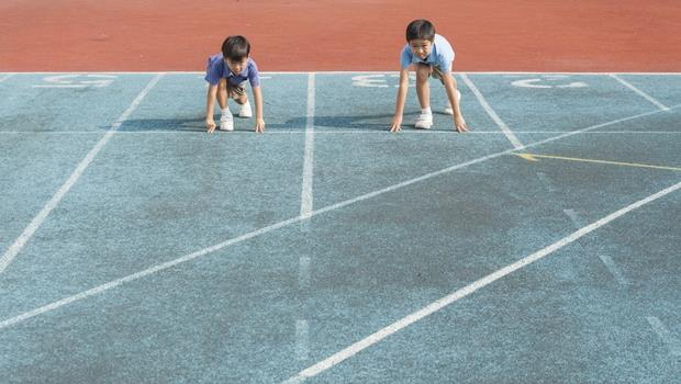 一學期8萬的幼兒園...亞洲父母怕孩子「輸在起跑點」,為何卻鼓勵他們在大企業領低薪?
