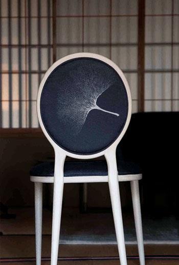 細尾家具使用的圖案,是丹麥OeO的創意總監Thomas Lykke的原創設計。現代設計和傳統技術融合產生新概念,催生出這樣的作品。