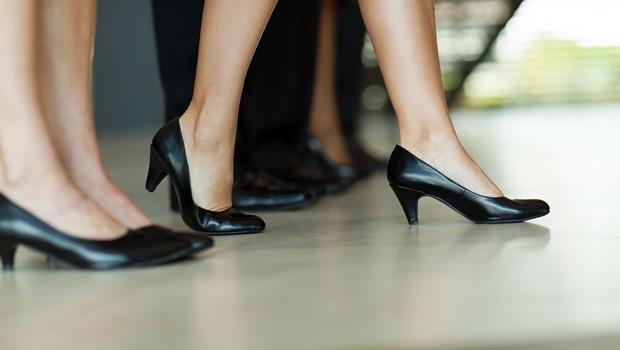 鞋底標籤沒有撕...避免這6大地雷,讓你用「腳下功夫」的好形象帶來職場貴人