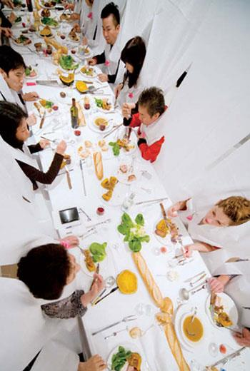 瑪莉葉‧弗格桑在荷蘭成立世界首座食物設計學院Food Non Food,她自稱進食設計師,重視人與食物的互動,及食物所牽動的記憶和情緒,代表作「共享餐」,以巨大白布遮住參加者衣著,讓大家專注對方的表情