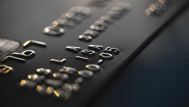 快檢查你的信用卡號有沒有「凸凸的」...如果沒有,出國時會有一個地方無法刷卡
