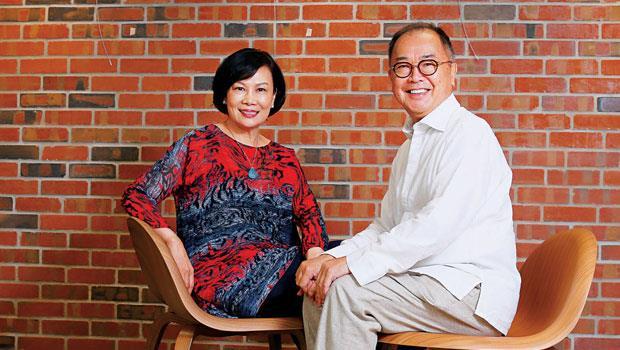 陳嫦芬( 左)、古台昭在外資圈時夫妻身分低調,牽手散步曾被不明就裡的媒體拍到,被誤認為外遇;退下職場,兩人互相扶持,被朋友暱稱為「神鵰俠侶」。