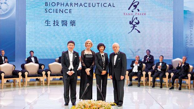 今年3 月,張鋒(左起3 人)、道納、夏彭提耶同享「小諾貝爾獎」之稱的加拿大蓋爾德納獎,如今再獲唐獎。