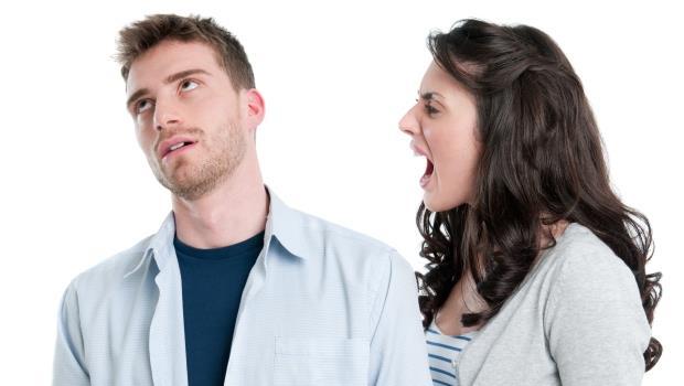 老公這種生物:孩子哭再大聲都聽不到;但手機就塞在棉被裡響,卻能立刻跳起來去接!
