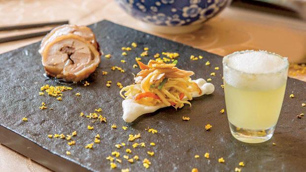 前菜中的「桂花三朝禮雞」(左起)、「桂花雞冠」及「報酒Shot」