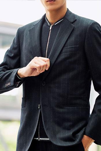 單排扣西裝一向較受歡迎,至少在一般穿著上是如此,而最簡單的解釋就是,騎馬時穿單排扣外套最合適;不過,如果你想要一套講究的西裝,最好穿雙排扣西裝。