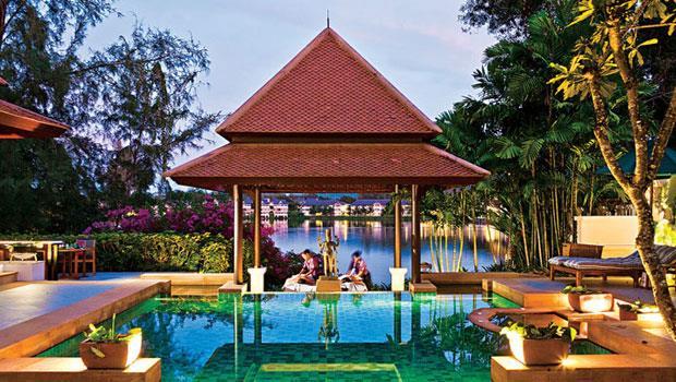 泳池畔做Spa,喜歡嗎?爸爸買給你!這樣的體驗,成飯店業將旅客變投資人的利基。