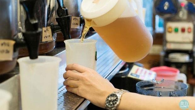 飲料店都很黑心,茶精滴一滴就開始賣?茶廠業者揭「手搖茶」5大秘辛