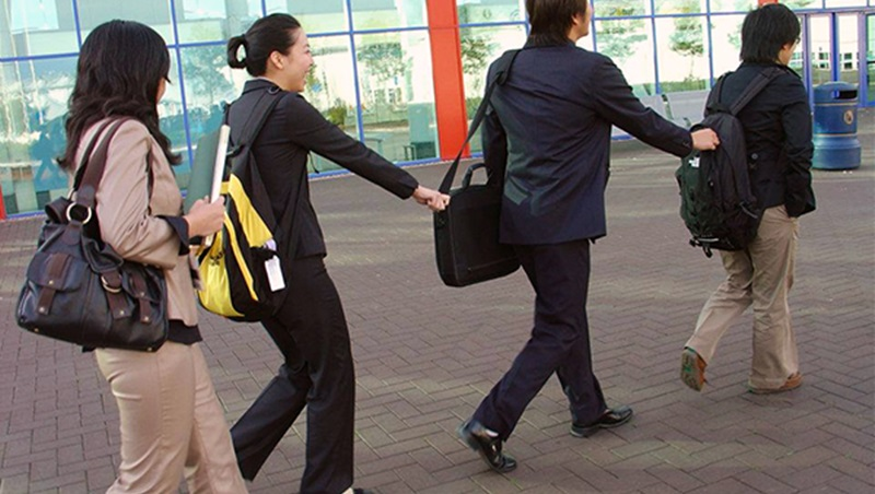 好業務要懂得「灰色地帶」》政大商管畢業、她33歲就當上全球業務總監,10年間學到的4件事-職場-BetweenGos 職場才女社群|商業周刊-商周.com