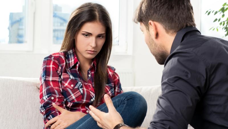 4個情境看看你多懂女人》女友不肯多說話只嚷著「我沒事」,請問她的意思是...