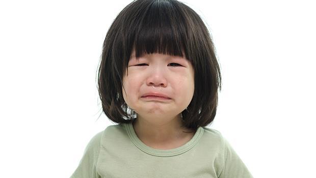 「忍不住就哭吧!」誰說小孩一定要開心?允許孩子軟弱,路才能走得更遠