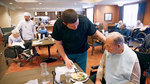美國約有4千家輕養護機構,讓長輩更像住在「家」。