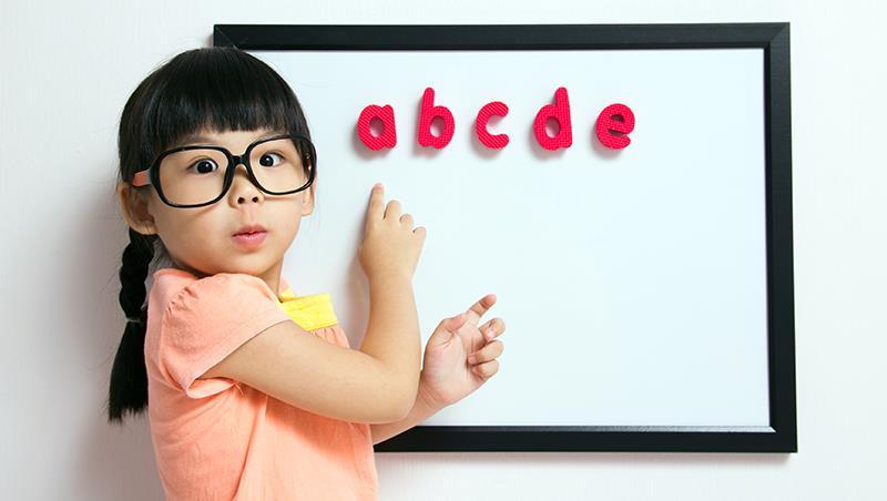 台灣人學英文的集體焦慮》荷蘭爸爸:送女兒上幼稚園,請別讓她上英文課好嗎?
