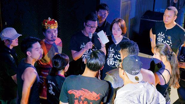 台灣首部實境電影找來果陀劇場、藍波舞蹈教室等近百名演員與工作人員。除了演戲,也要以角色的個性來應對觀眾反應。