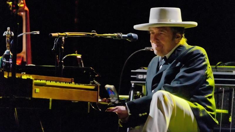 諾貝爾文學獎頒給美國歌手Bob Dylan,台灣該怎麼看背後的意義?