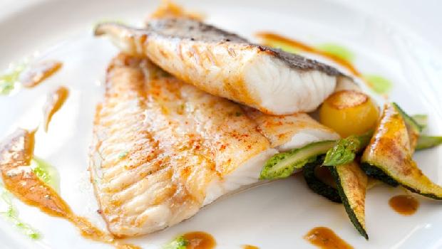 想要煎魚,你會用特級初榨橄欖油還是葵花油?一個實驗告訴你選「它」就對了