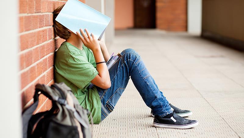 看到1/3同學在拉K的啟示...廣告導演盧建彰:不快樂,才是最大的教養難題