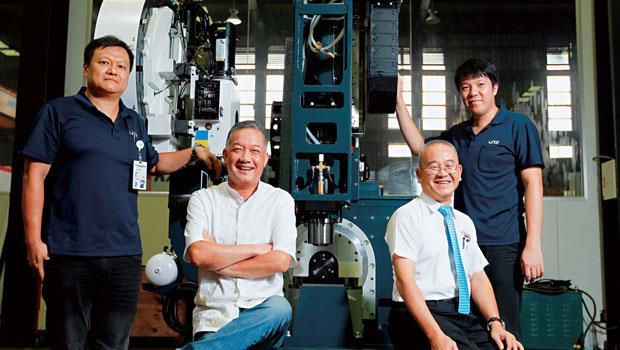 台灣麗馳董事長 胡偉華(左2)