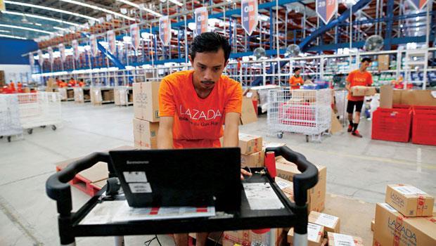Lazada 在東南亞有10 個倉儲,幫助賣家跨境出貨,Lazada Express負責最後一哩運送,可直接送貨給其65%顧客。