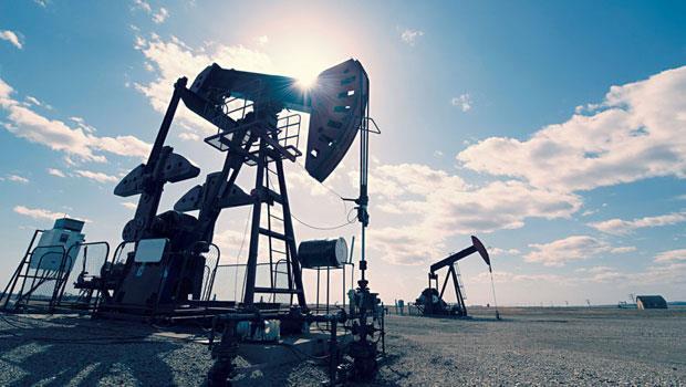 最近油價因為產油國減產而大漲,專家認為第4季到明年還有上漲空間,但應不至於回到3 位數。