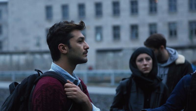 柏林現場》一群國小生上街頭、一座城市被屠殺⋯⋯一場小旅行,揭開敘利亞革命真相