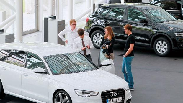 今年,德國人的形象幾乎從守財奴變散財童子,光是8月境內新車銷售就比去年同期成長8.3%。