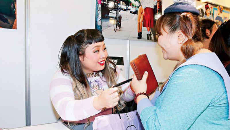 搞笑藝人渡邊直美(圖左),隸屬吉本興業,2007 年出道活躍至今