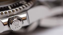 原來勞力士連「膠膜」都值錢!定價20萬的新錶,撕掉表面膠膜,價值剩15萬