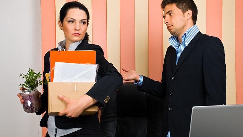 再好的主管,都會遇到背後捅刀的人!員工突然離職,應該怎麼辦? - 商業周刊