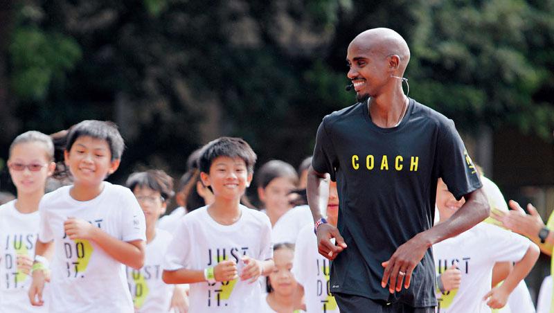 法拉來台參加Nike+RunClub兒童跑步訓練營,帶領七至十二歲的孩子進行跑步關卡訓練。