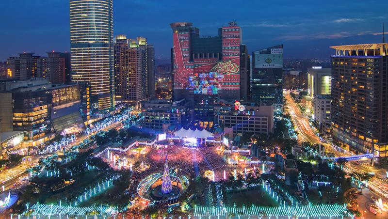 挑戰投影極致的光雕秀X流露幸福感的耶誕燈海 2016新北市歡樂耶誕城登場