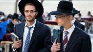 為何猶太人「週休二日」在週五週六?不能上班、用手機、按電梯...從「安息日」看猶太人的生活哲理