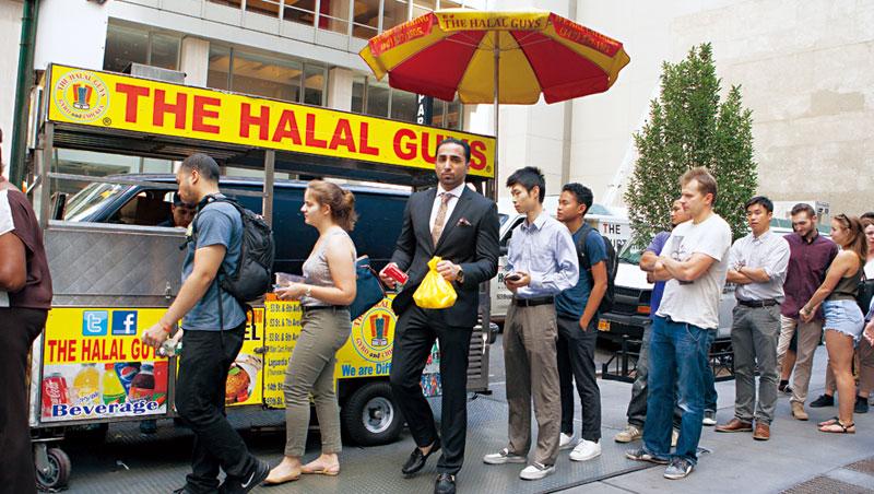 紐約街頭的Halal Guys餐車經常是美食排隊族的朝聖據點,被推崇是當地最美味的中東餐點。