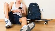 以為兒子在念書,一開房門卻抓到他在玩手機...這10種狀況,你必須對孩子讓步!