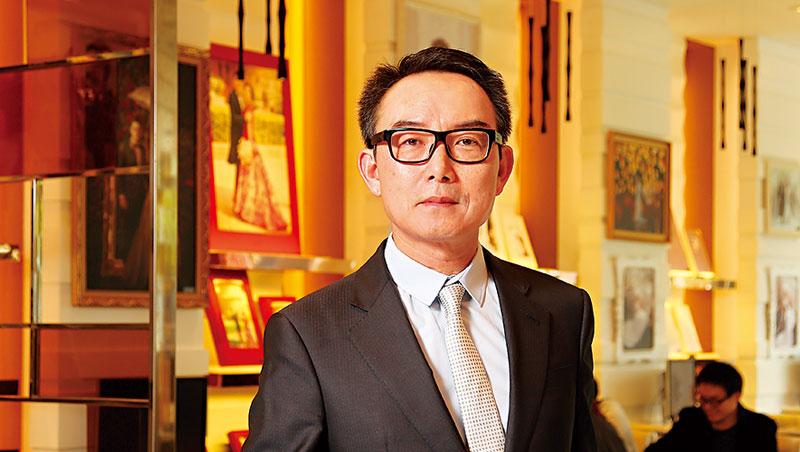 「我從沒想過退居二線,不然就不開,」巴黎婚紗董事長李紹白認為,台業者想存活,一定要國際化。