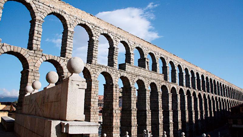 建於兩千年前的水道橋。