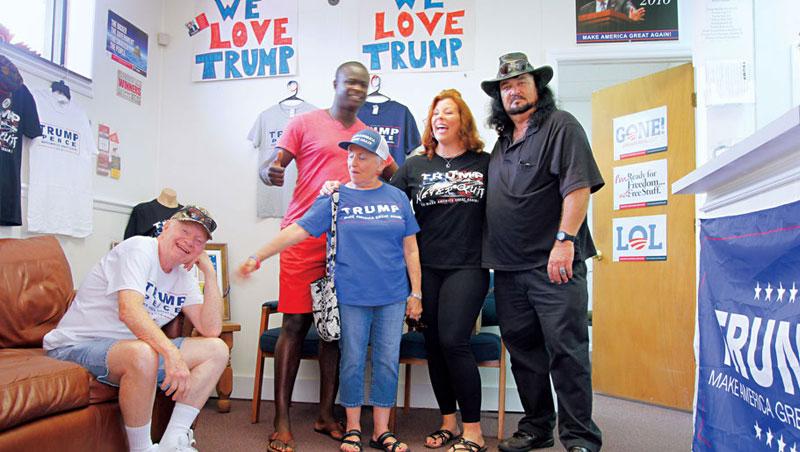 我遇見17 歲到82 歲,黑人、白人、拉美裔的川普支持者,他們互稱「愛國者」,還說:「我們才怕被霸凌!」