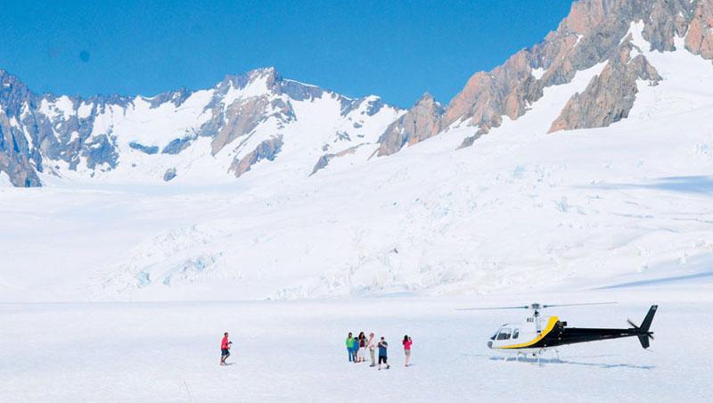 雖然直升機冰河健行要價不菲,但能從高空降落於福斯冰河,一生能有幾回?